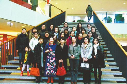 中国驻荷兰使馆三八节活动受称赞