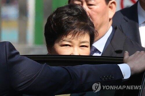 朴槿惠以犯罪嫌疑人身份到庭接受逮捕必要性审查