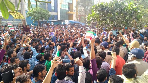 OPPO回应撕印度国旗事件:与网传不符已惩戒行为失当员工