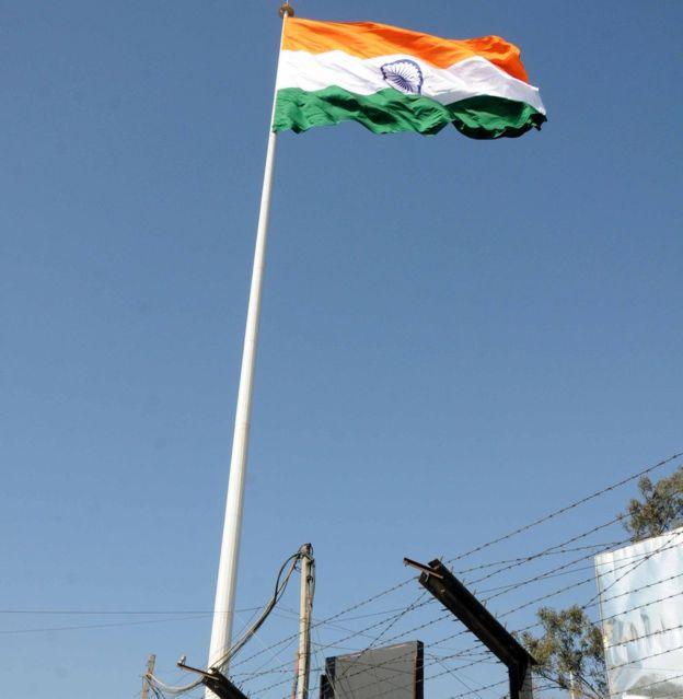 印度在印巴边界高处树国旗陷尴尬 没挂几天就破了