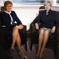 英国开脱了,苏格兰要独了,英国人却在讨论梅姨的大白腿...