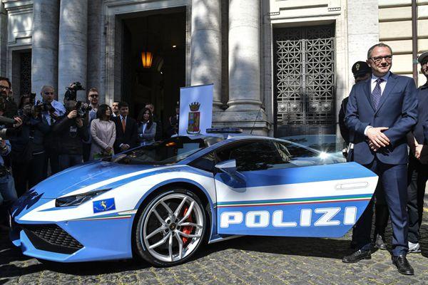真土豪!意大利警察获赠新款兰博基尼警车