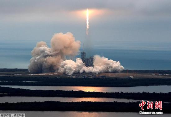 里程碑!SpaceX首次使用回收引擎成功发射火箭