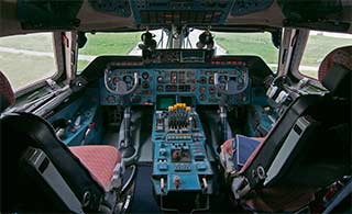 安225驾驶舱仪表密密麻麻