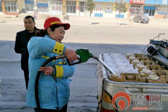 中石油泰安销售:服务春季生产打桶打罐真忙