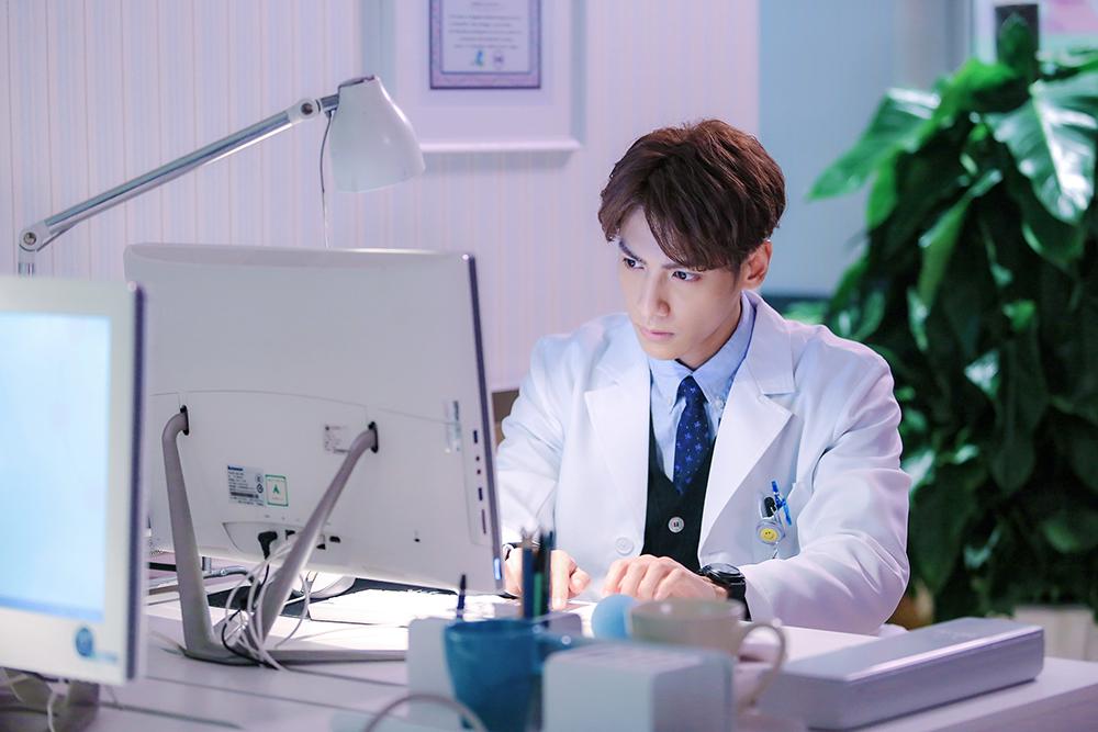 罗云熙承包下半年荧幕医生 不谈结婚期待有娃