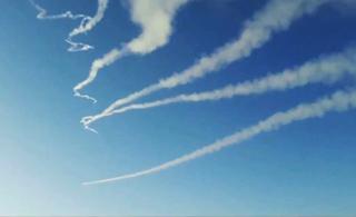 实拍沙特军队连续拦截4枚胡塞武装导弹