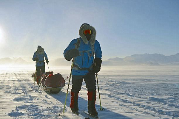 英男子不畏艰险108天徒步挑战南极