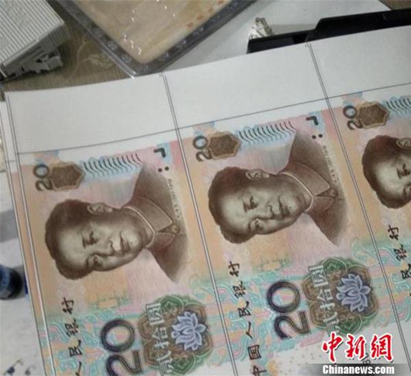 """男子买一吨宣纸闹市租房""""印钞票"""" 部分已销往外地"""