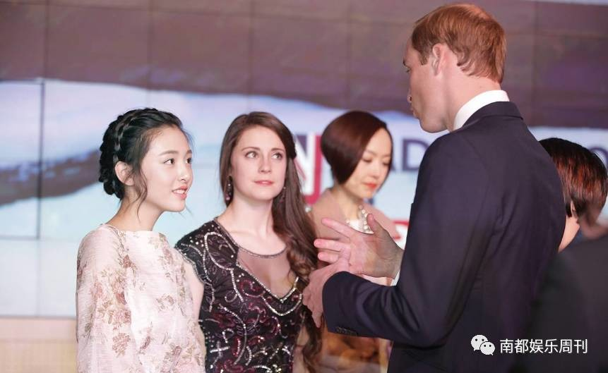 """被威廉王子赞最有灵气的这位中国小花旦,机场牵手国际""""大咖"""""""