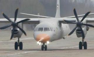 乌克兰安132新型运输机首飞