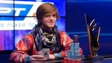 小伙玩扑克牌4年赚千万:连续8个月每天玩16小时