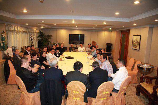声援法国侨界 全荷华人社团负责人举行座谈