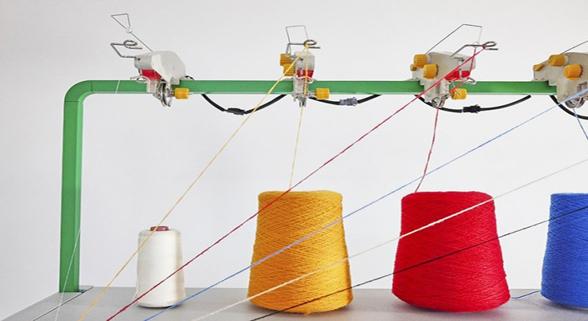 老三件玩起新花样 智能针织机让人人都能做设计
