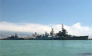 两艘土耳其军舰访问俄罗斯军港