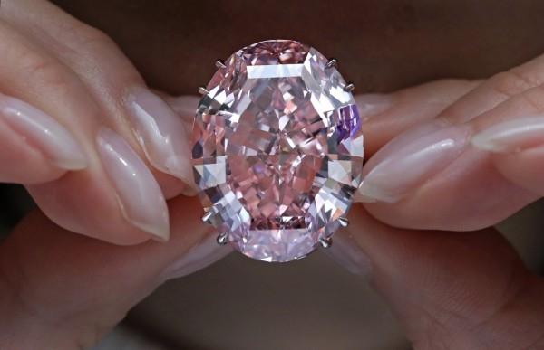 4.9亿!最贵钻石诞生:史上最大粉钻