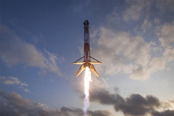 "SpaceX""二手""火箭再次成功回收:稳稳降落海上平台"