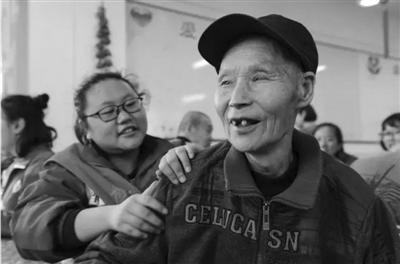 中国突围养老困局打出组合拳 到2050年1.3人养1老人