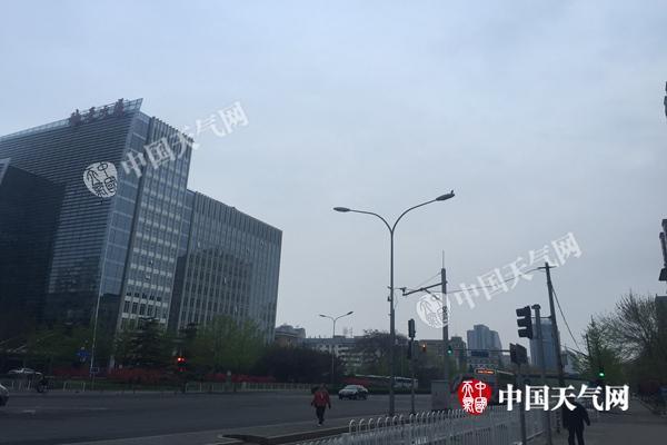 北京今晨有雾能见度低 未来三天气象扩散条件不佳
