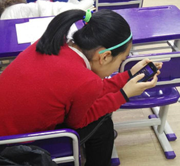 玩手机14岁少女颈椎老化如50, 严重或可致瘫痪