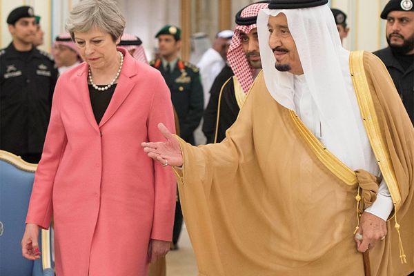 英国首相访问沙特拒戴头巾 投资及贸易为首要议题