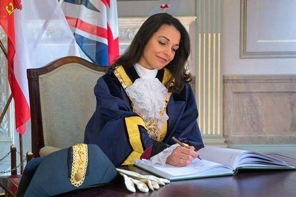 有颜又有才!世界小姐冠军出任直布罗陀新市长