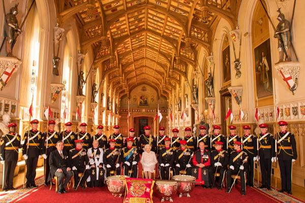 英女王温莎城堡会见皇家枪骑兵 场面恢宏大气