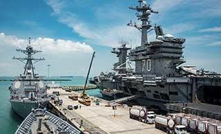 美国卡尔文森号航母抵新加坡