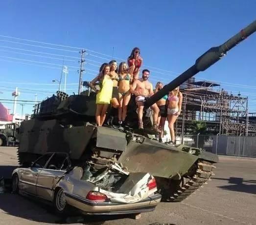 你就知道个王思聪!开坦克,扔女星…看看国外这个富二代花式炫富!