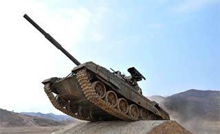 朝鲜坦克技能大赛坦克兵相当拼