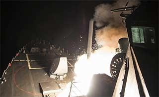 美军舰发射巡航导弹现场照曝光