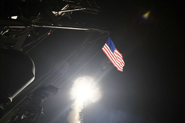 美发射数十导弹打击叙空军基地
