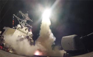 美军向叙利亚发射战斧导弹现场视频