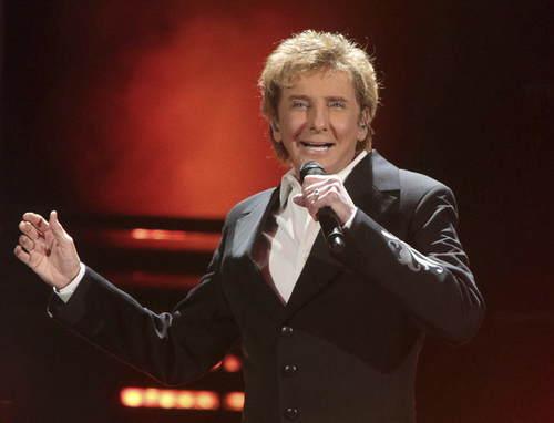 美国歌手宣布出柜 为何隐藏性取向长达40年?