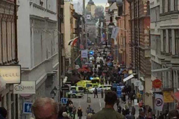 一辆卡车冲入瑞典首都市中心人群 已造成4人死亡