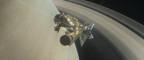 """卡西尼号太空船""""绝唱""""之旅:冒险穿越土星光环"""