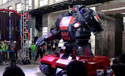 现实版铁甲钢拳火爆搏杀 感受机器人激烈战斗