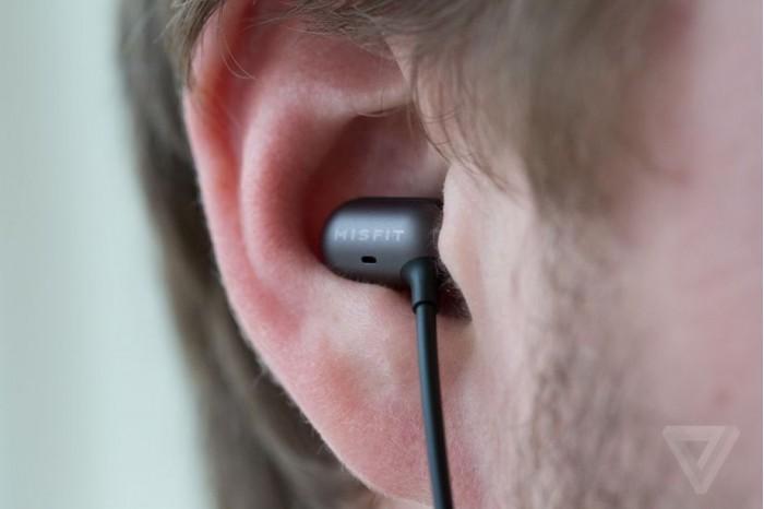 不用动手滑 耳机可让面部表情来控制手机
