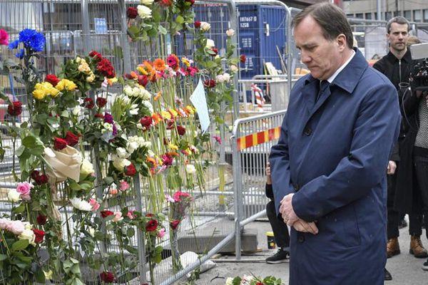 瑞典卡车袭击案已致4死 首相鲜花悼念遇难者