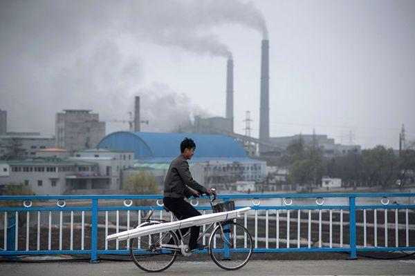 摄影师记录朝鲜首都街头万象