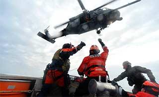 美国海岸警卫队波涛中演练机降
