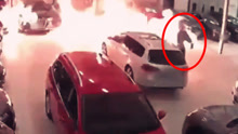 监拍:男子火烧土豪级车库 众豪车付之一炬