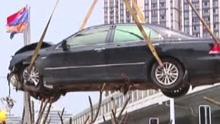 实拍轿车离奇失控撞飞多车行人 致3死5伤