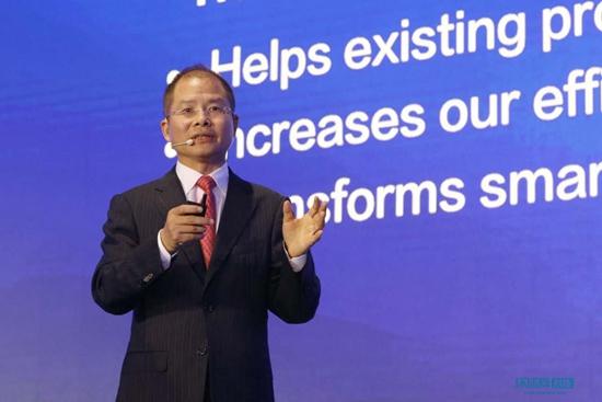 华为轮值CEO徐直军:使能者驱动智能世界的到来