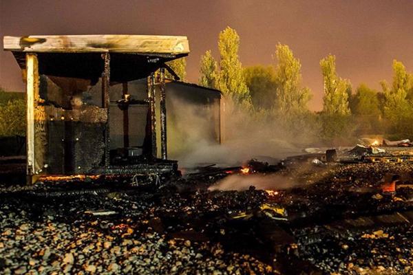法国一难民营发生火灾 至少10人受伤