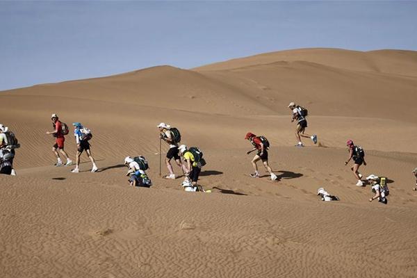 沙漠走起!全程250千米摩洛哥沙漠超级马拉松赛开赛