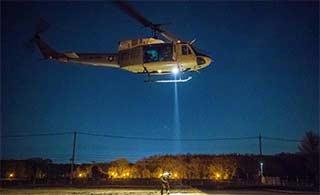 驻日美军夜间训练直升机机降