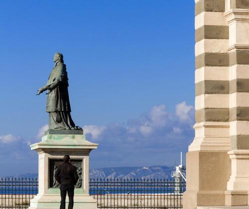 雨果的巴黎满溢史与情