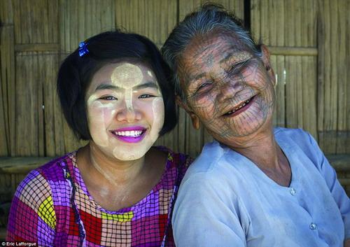 缅甸部族美女曾需刺青遮面