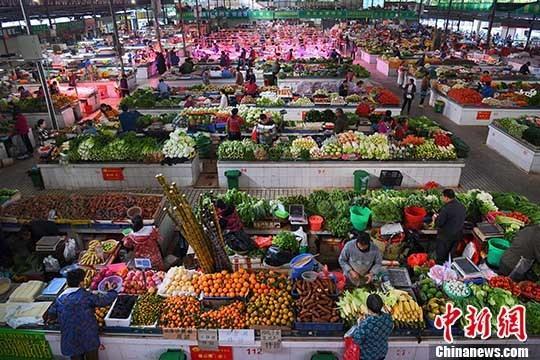 商务部:上周食用农产品价格续回落 猪肉价格降0.4%